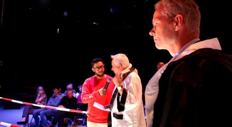Jan Zonneveld en Anton Verbunt, en Podiumvoorzitter Yassine Beqquali.